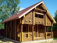 Бревенчатая баня 8х8 с шатровой крышей